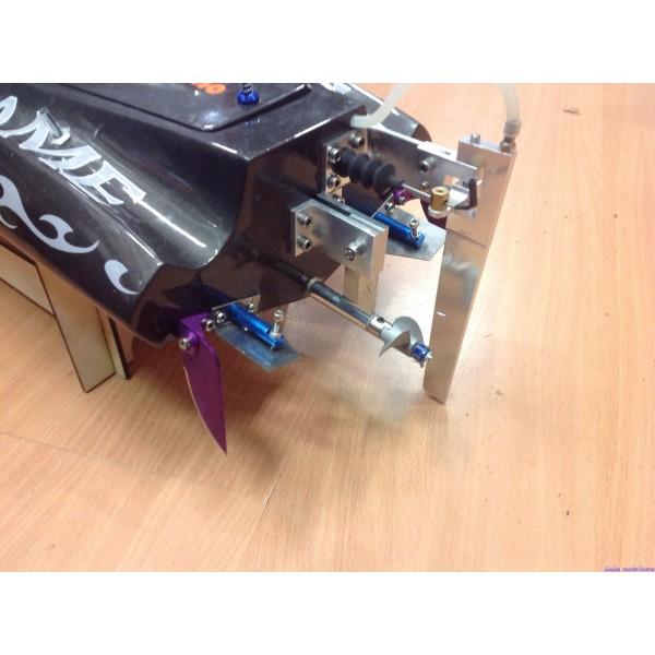 Usato motoscafo vetroresina motore brusshless giulio for Laghetto vetroresina usato